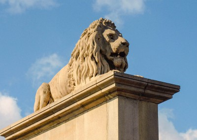 Lion statue on Chain Bridge